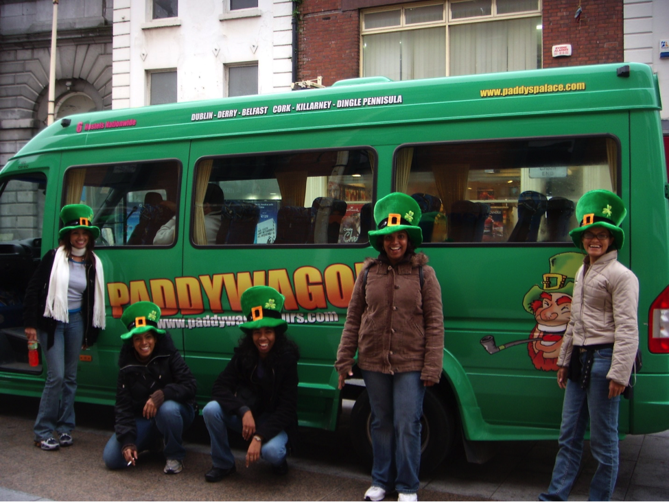 Ria and her friends all set for their bus tour in Ireland, though they had no luck in finding a pot of gold.